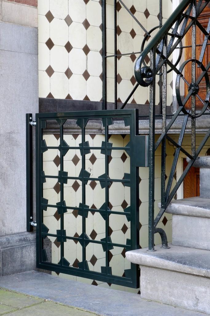 Stalen poortje te Amsterdam - Poedercoating in grachtengroen