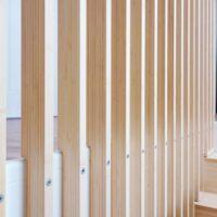 Balustrade voor trap van bamboeplaatmateriaal