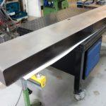 Zwevend tv-meubel van staal in uitvoering