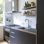 Greeploze keuken met zwevende planken - Amsterdam Zuid